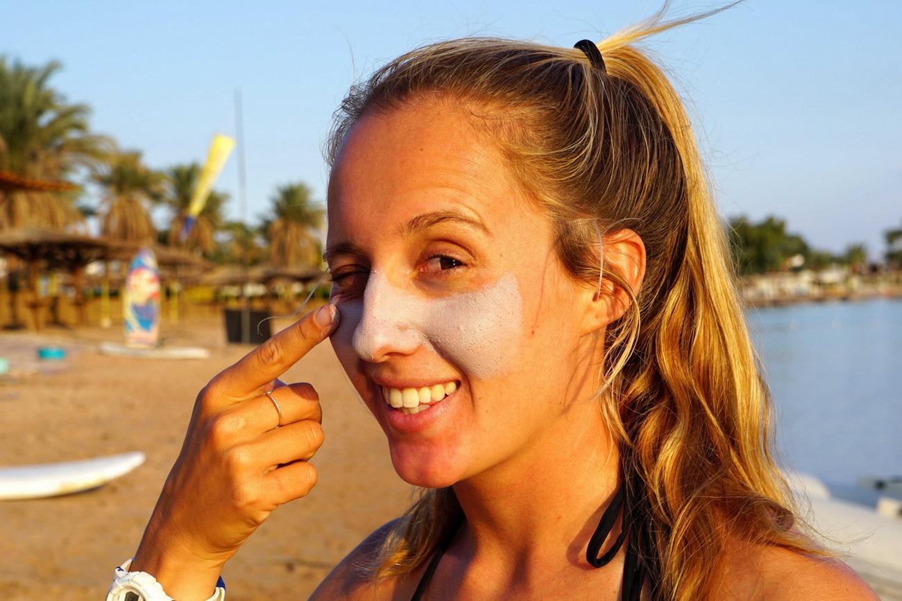 Как защитить себя от сильного солнца при занятиях виндсерфингом